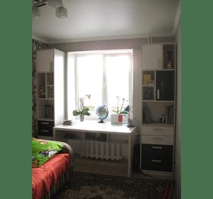 Шафа, стіл та стелажики у дитячу кімнату