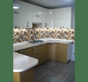 Кухня з фарбованими фасадами