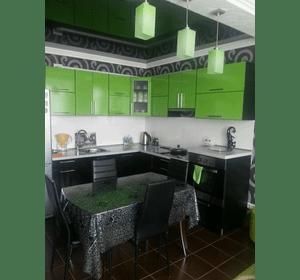 Натяжні стелі в кухні