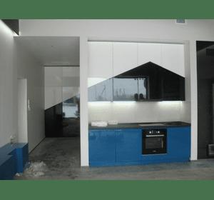 Кухня та шафа для гостьового будиночка в сучасному стилі